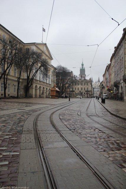 Rynek, w oddali Cerkiew Wołoska i kościół karmelitów (dzis - studytów)