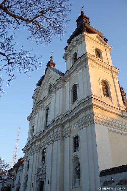 Klasztor i kościół św. Michała (karmelitów bosych), dziś - cerkiew greko-katolicka i klasztor studytów, ul. Wynnyczenka