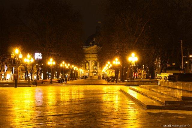 Nocny widok na Operę Lwowską