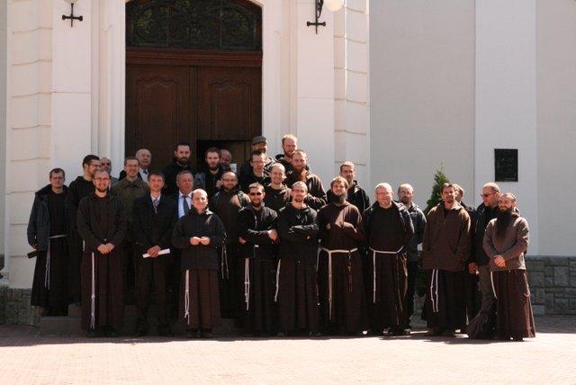Lwów, ul. Korolenka 1, kapucyni wraz z pastorami adwentystycznymi