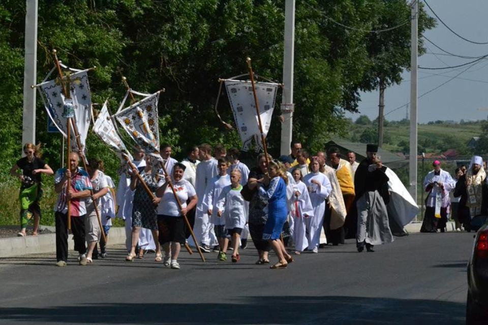 ekumeniczna procesja od prawosławnej cerkwi do figury św. Antoniego. Autor fotografii Paweł Kowalczuk