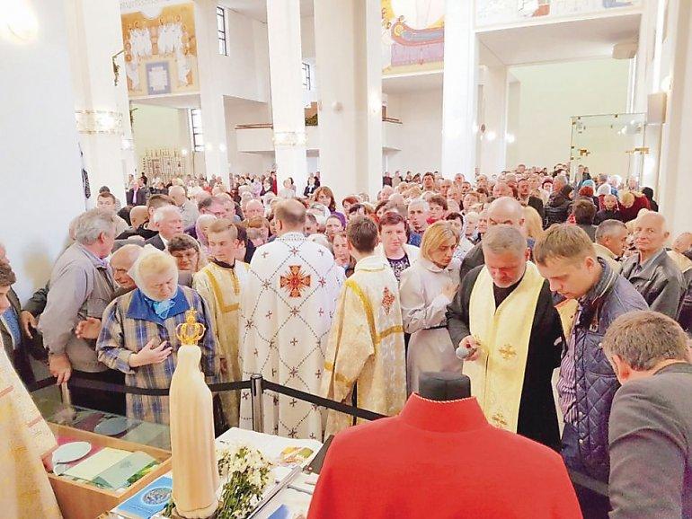 Kilkanaście tysięcy osób uczciło relikwie św. Jana Pawła, które przyjechały do Lwowa