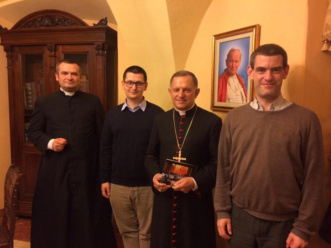 Arcybiskup Mieczysław Mokrzycki, bracia z Tazie i ks. Grzegorz Draus